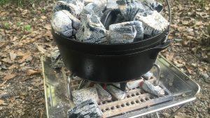 スノーピークの焚火台とRODGEのダッチオーブンでローストチキン
